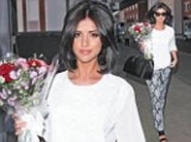 lucy mecklenburgh leaves work carrying a bouquet of flowers