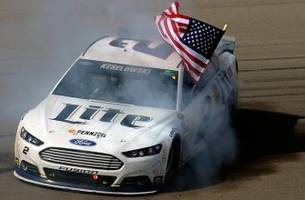 Brad Keselowski wins in Vegas as Dale Earnhardt Jr. runs out of fuel